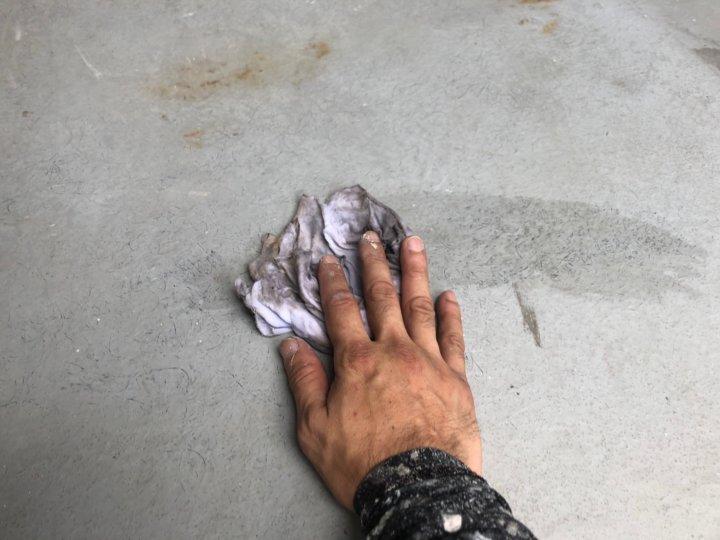㉓ベランダ床アセトン拭き