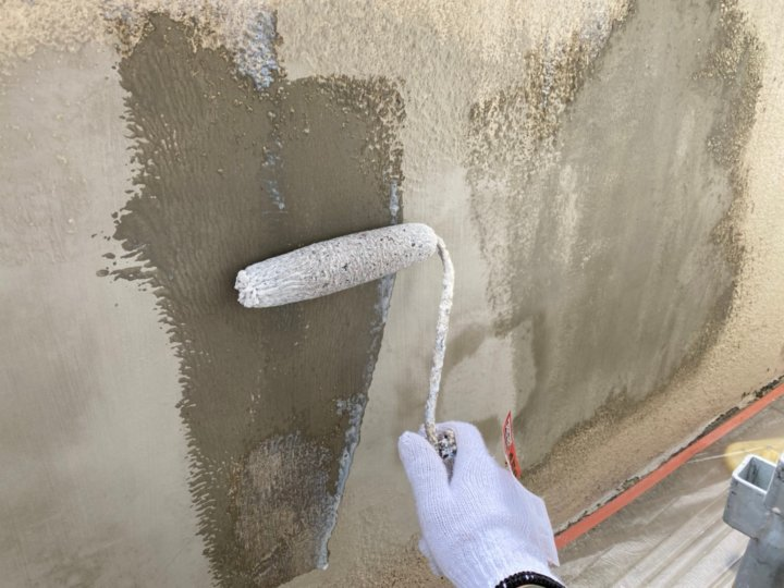 ⑪外塀下塗り
