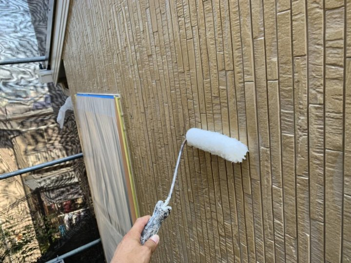 ⑱外壁玄関上塗り 二回目